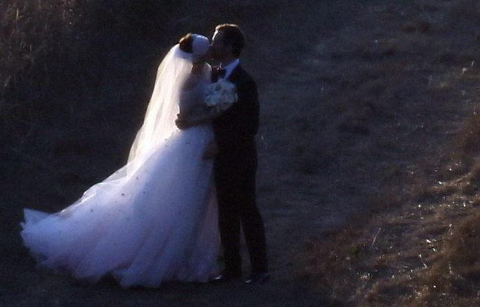 安妮·海瑟薇(Anne Hathaway)正式与男友亚当·舒尔曼(Adam Shulman)大婚 附婚礼图片