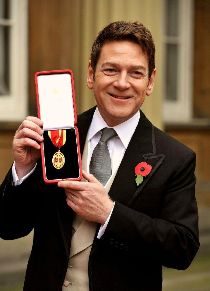 《雷神》导演肯尼思·布拉纳(kenneth branagh)白金汉宫被英国女王授予爵士称号