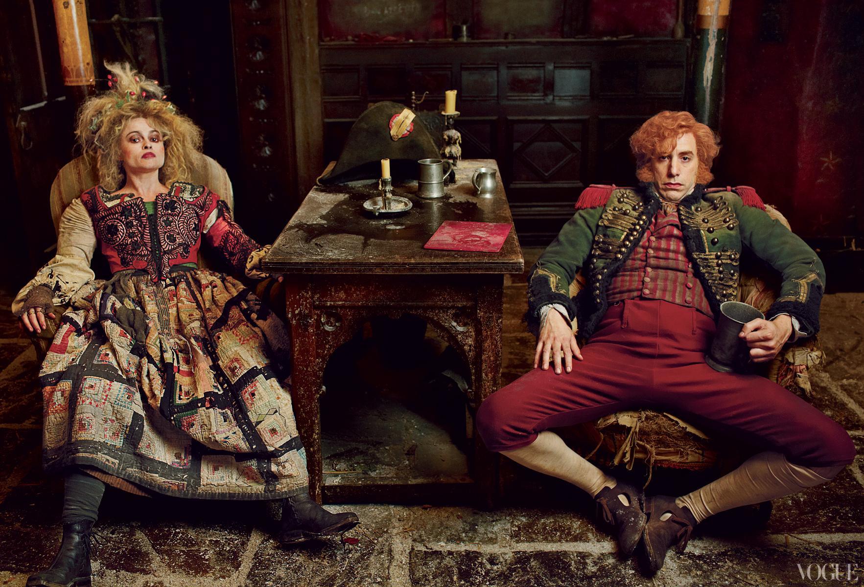 德纳第夫人(Madame Thénardier,海伦娜·伯汉姆·卡特饰演)和德纳第先生(Thénardier,萨沙·拜伦·科恩饰演)