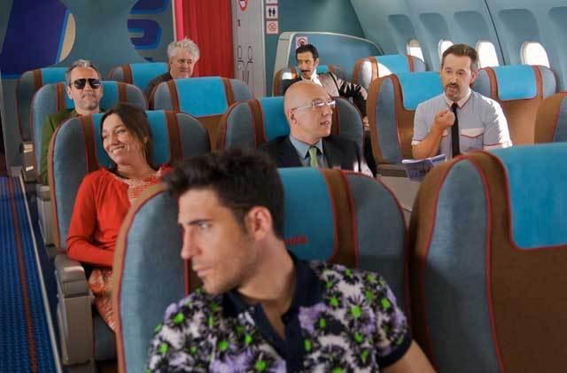 阿莫多瓦《我超兴奋》(Los amantes pasajeros)新预告 佩内洛普班德拉斯惊喜亮相