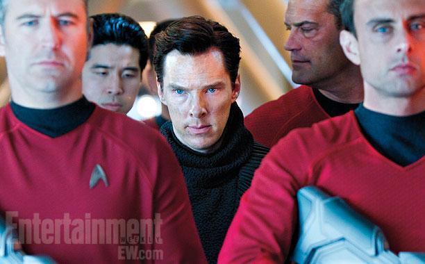 """《星际迷航2》(Star Trek Into Darkness)曝新剧照 神秘反派""""卷福""""遭逮捕"""