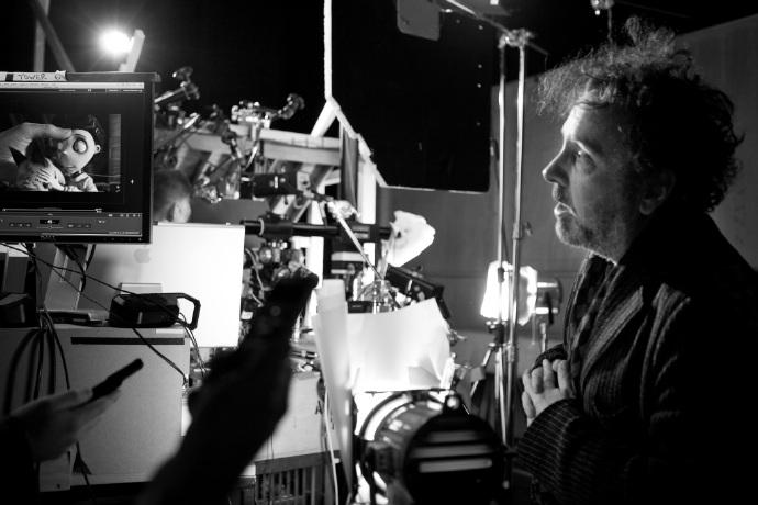 蒂姆波顿将执导传记片《大眼睛》(Big Eyes) 艾米亚当斯出演女插画家