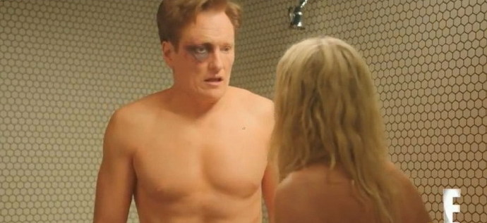 切尔西·汉德勒(Chelsea Handler)与柯南·奥布莱恩(Conan O'Brien)裸浴打斗视频