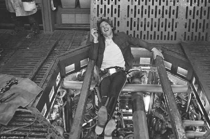 哈里森·福特拍《星球大战7》受伤 脚踝或断裂被送医院救治