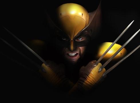 《X战警:天启》金刚狼造型曝光 橙黄制服与原漫画高度吻合 狼叔表情愤怒