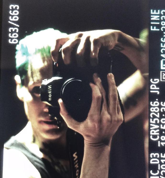 """导演大卫·艾尔(David Ayer)补上了""""小丑""""杰拉德·莱托(Jared Leto)的照片"""