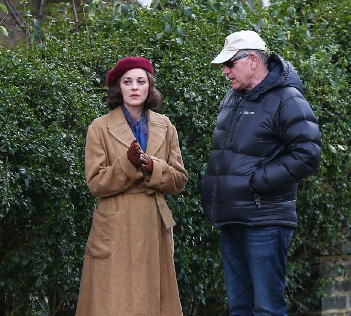 布拉德·皮特《五秒钟的沉默》片场照 与玛丽昂出双入对 海伦娜逛街乱入剧组