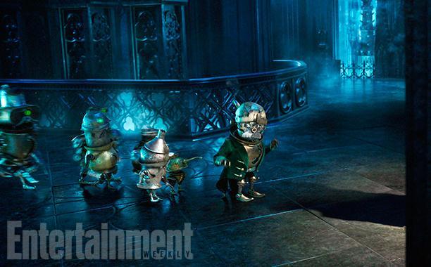 第一眼看:《爱丽丝梦游仙境2》中的时间小人