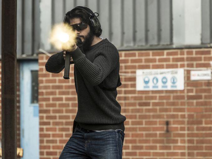 动作片《美国刺客》(American Assassin)曝全新剧照 迈克尔基顿宝刀未老